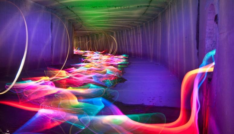 Liquid color flow tunnel